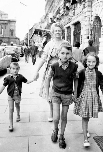 EnfantsFJTet grandmère1960 (corrigé)